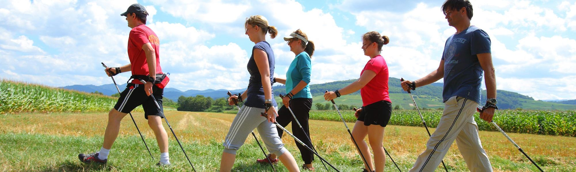 Patientengruppe beim Nordic Walking